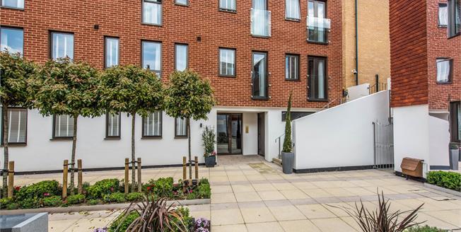 Asking Price £425,000, 2 Bedroom Flat For Sale in Guildford, GU1