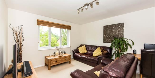 Offers Over £220,000, 1 Bedroom Flat For Sale in Guildford, GU4
