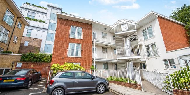 Asking Price £115,000, 1 Bedroom Flat For Sale in Guildford, GU1