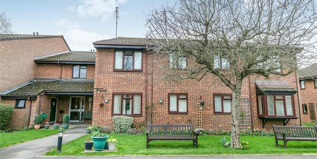 Guide Price £118,000, 1 Bedroom Flat For Sale in Guildford, GU2