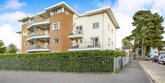 Offers in excess of £325,000, 2 Bedroom Upper Floor Flat For Sale in Guildford, GU1