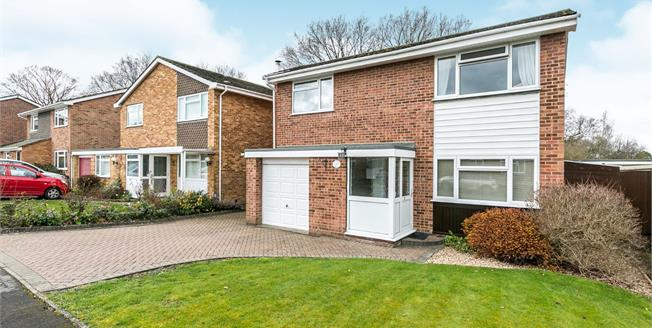 Offers Over £575,000, 4 Bedroom Detached House For Sale in Guildford, GU2