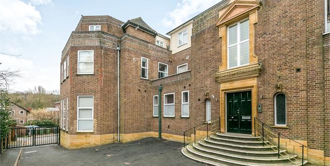 Offers in excess of £300,000, 1 Bedroom Flat For Sale in Guildford, GU2