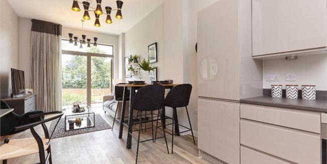 £425,000, 2 Bedroom Flat For Sale in Surrey, GU1