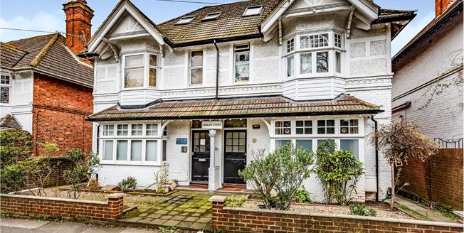 Offers in excess of £170,000, 1 Bedroom Flat For Sale in Guildford, GU1