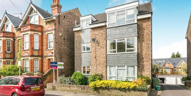 Guide Price £315,000, 2 Bedroom Maisonette For Sale in Guildford, GU1