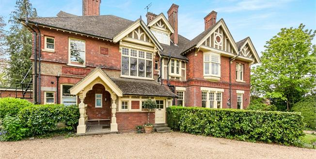 Guide Price £450,000, 2 Bedroom Maisonette For Sale in Guildford, GU1
