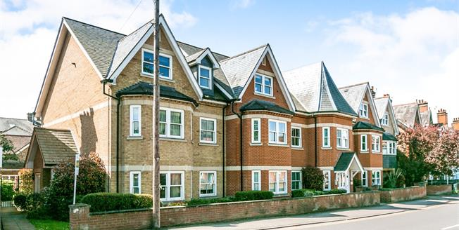 Offers in excess of £249,950, 1 Bedroom Flat For Sale in Guildford, GU1