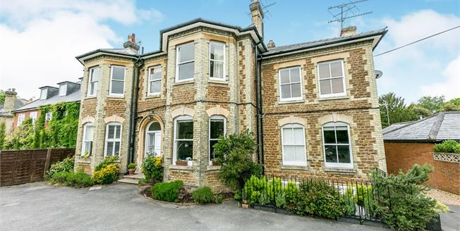 Offers in excess of £250,000, 1 Bedroom Flat For Sale in Guildford, GU1