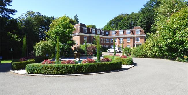 Guide Price £365,000, 2 Bedroom Flat For Sale in Haslemere, GU27
