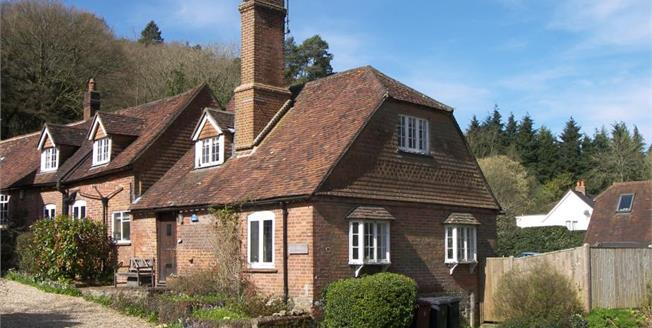 Guide Price £625,000, 3 Bedroom Semi Detached House For Sale in Haslemere, GU27