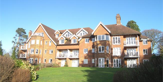 Guide Price £495,000, 2 Bedroom Flat For Sale in Haslemere, GU27