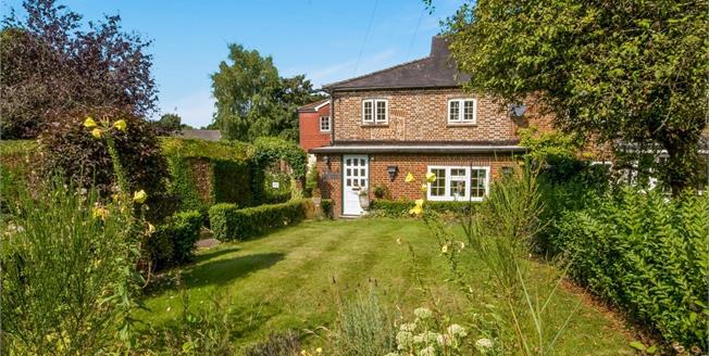 Guide Price £400,000, 2 Bedroom Terraced Cottage For Sale in Fernhurst, GU27