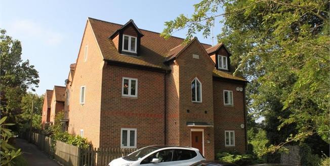 Guide Price £300,000, 2 Bedroom Ground Floor Flat For Sale in Haslemere, GU27