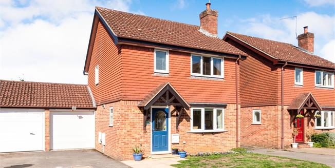 Offers in excess of £385,000, 3 Bedroom Detached House For Sale in Liphook, GU30