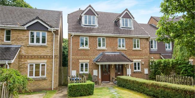 Guide Price £385,000, 3 Bedroom End of Terrace House For Sale in Haslemere, GU27