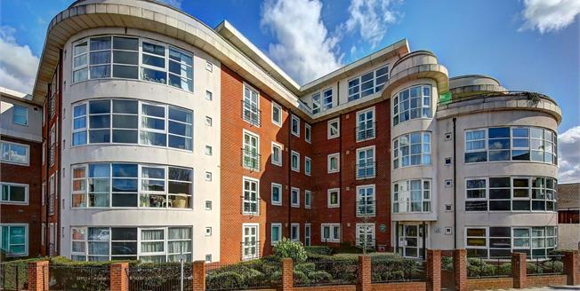 Asking Price £355,000, 2 Bedroom Flat For Sale in Kingston upon Thames, KT2