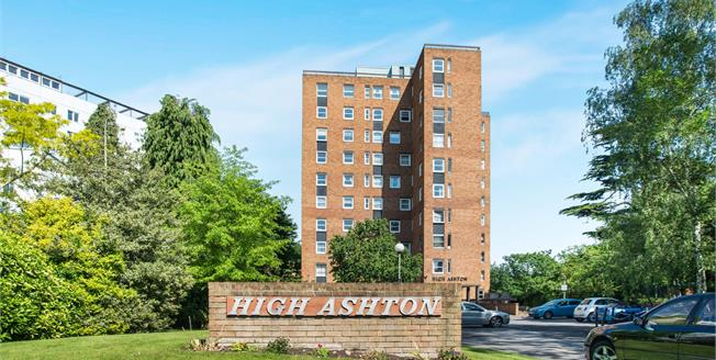 Guide Price £364,950, 2 Bedroom Flat For Sale in Kingston upon Thames, KT2
