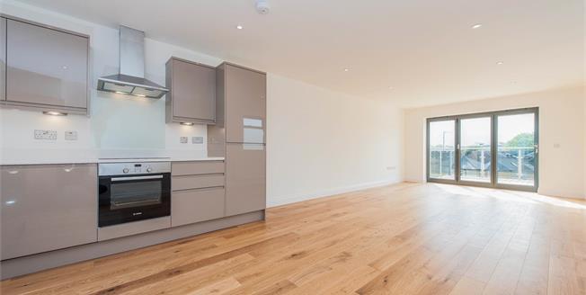 Asking Price £375,000, 1 Bedroom Flat For Sale in Surrey, KT1