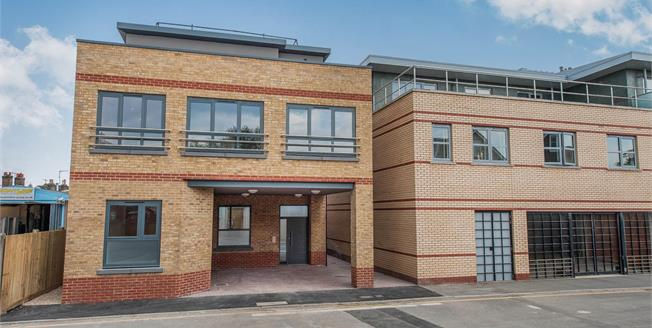 Asking Price £369,950, 1 Bedroom Flat For Sale in Surrey, KT1