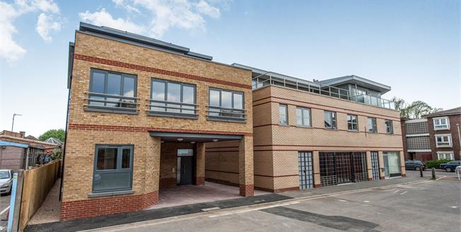 Asking Price £389,950, 2 Bedroom Flat For Sale in Surrey, KT1