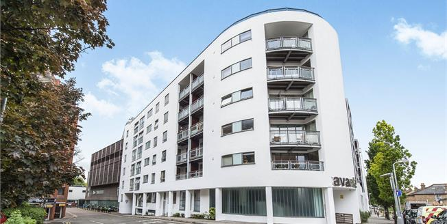 Asking Price £610,000, 2 Bedroom Flat For Sale in Kingston upon Thames, KT1