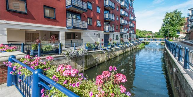 Asking Price £599,995, 2 Bedroom Flat For Sale in Kingston upon Thames, KT1