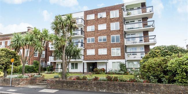 Asking Price £650,000, 3 Bedroom Flat For Sale in Kingston upon Thames, KT1