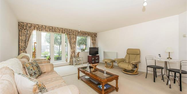 Guide Price £675,000, 2 Bedroom Flat For Sale in Kingston Upon Thames, KT1