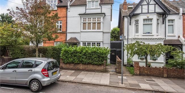 Guide Price £499,995, 2 Bedroom Flat For Sale in Surrey, KT1