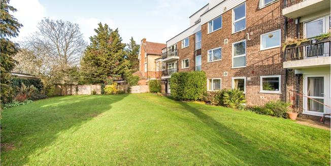 Asking Price £525,000, 2 Bedroom Flat For Sale in Twickenham, TW1