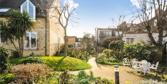 £525,000, 2 Bedroom Ground Floor House For Sale in Richmond, TW10