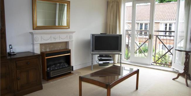 Guide Price £350,000, 1 Bedroom Upper Floor Flat For Sale in Richmond, TW9