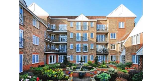 Guide Price £349,950, 1 Bedroom Flat For Sale in Richmond, TW9
