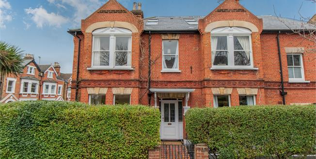 Guide Price £734,950, 2 Bedroom Flat For Sale in Richmond, TW10