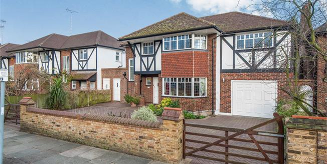 Guide Price £1,995,000, 4 Bedroom Detached House For Sale in Twickenham, TW1