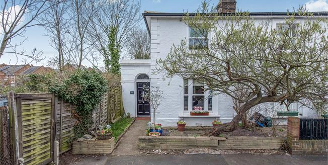£1,100,000, 3 Bedroom Semi Detached House For Sale in Richmond, TW9