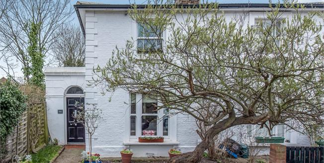 £1,000,000, 3 Bedroom Semi Detached House For Sale in Richmond, TW9