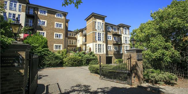 Guide Price £674,950, 2 Bedroom Flat For Sale in Richmond, TW10