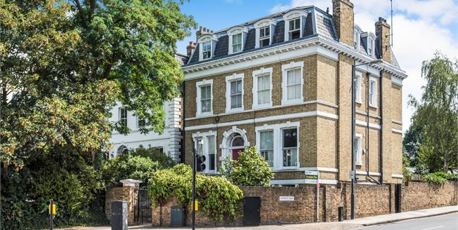 Guide Price £500,000, 2 Bedroom Flat For Sale in Surrey, TW9