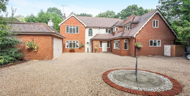 Guide Price £1,395,000, 6 Bedroom Detached House For Sale in West Byfleet, KT14