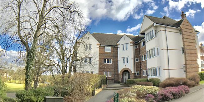 Guide Price £400,000, 2 Bedroom Flat For Sale in Surrey, GU22