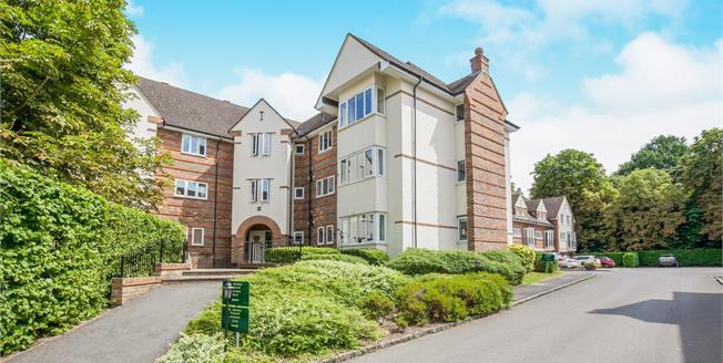 Guide Price £350,000, 2 Bedroom Flat For Sale in Surrey, GU22