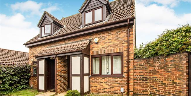 Guide Price £275,000, 2 Bedroom Semi Detached House For Sale in West Byfleet, KT14