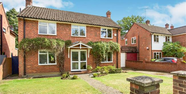 Guide Price £785,000, 3 Bedroom Link Detached House For Sale in Woking, GU21