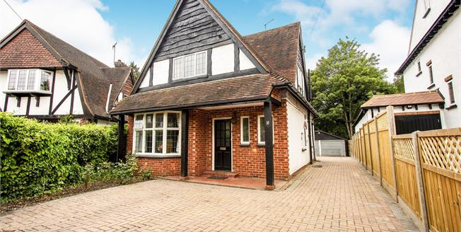 Guide Price £650,000, 3 Bedroom Detached House For Sale in West Byfleet, KT14