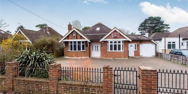 Guide Price £925,000, 5 Bedroom Detached House For Sale in Worcester Park, KT4