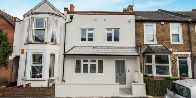 Asking Price £425,000, 2 Bedroom Flat For Sale in Longfellow Road, KT4