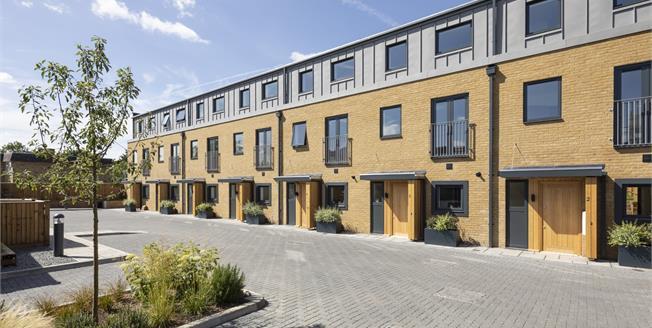 Asking Price £675,000, 4 Bedroom Detached House For Sale in Worcester Park, KT4