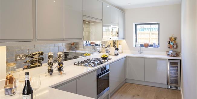 Asking Price £325,000, 1 Bedroom Maisonette For Sale in Worcester Park, KT4